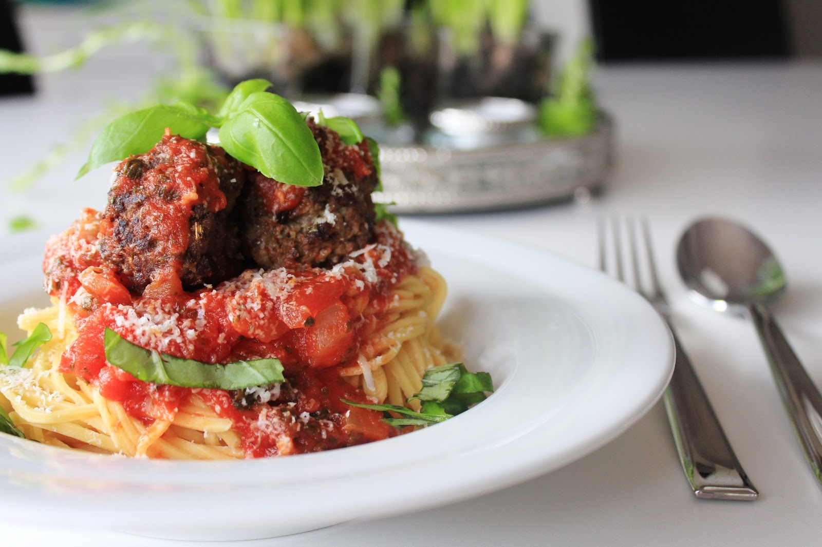 Italienske Kødboller Med Pasta Og Tomatsauce