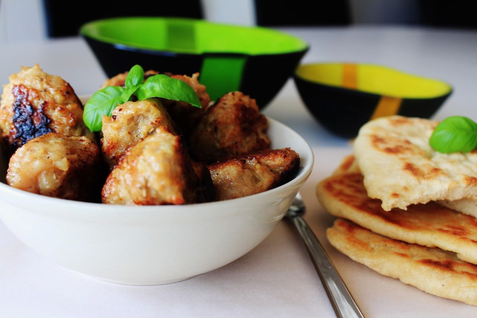 Kyllingekødboller Med Fladbrød – Nemme Kyllingefrikadeller