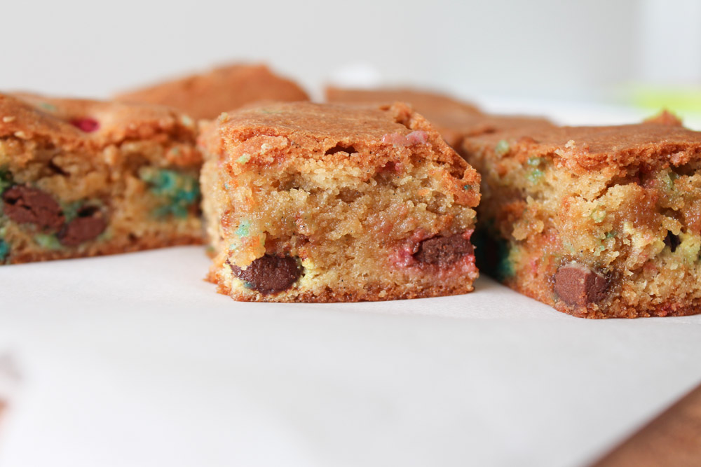 Fudgy Og Chewy Blondies Med M&M's
