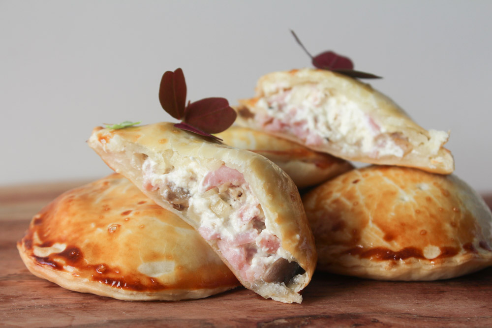 Små Tærte Hapsere Med Champignon, Skinke Og Flødeost