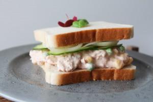 Tunsalatsandwich