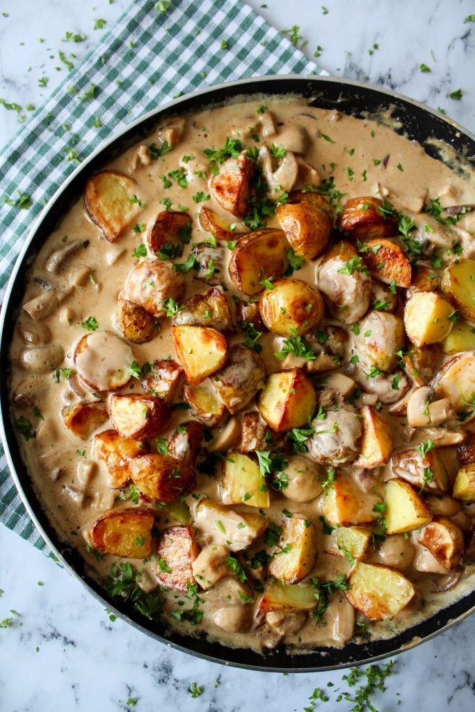 Ovnbagte Kartofler Og Kylling I En Champignonsauce