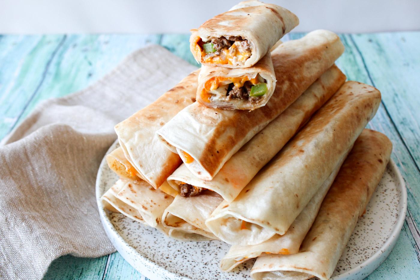 Sprøde Flautas Med Oksekød Og Salattern