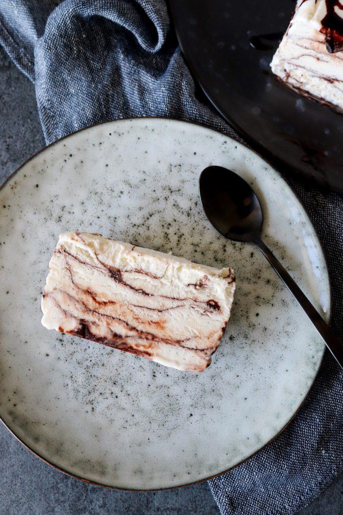 Vanilje Parfait Med Chokoladesauce