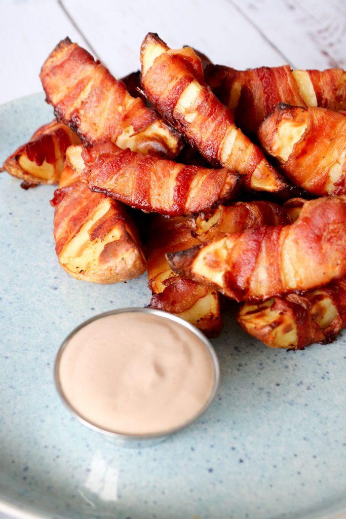Bacon Kartofler Med BBQ Dip - Opskrift På Kartofler Med Bacon