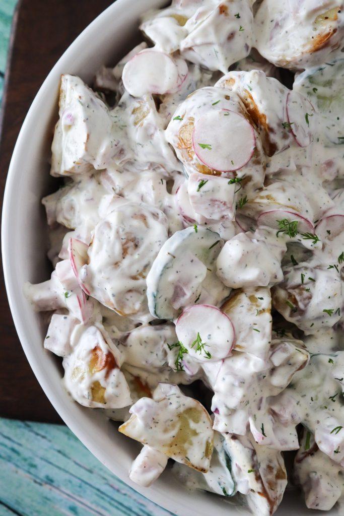 Cremet Kartoffelsalat Med Skinke, Radiser, Agurk Og Dilddressing