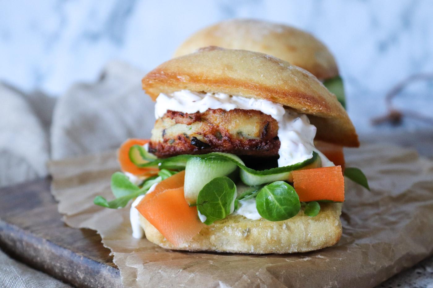 Skøn Fiskefrikadellesandwich Med Lækker Dressing