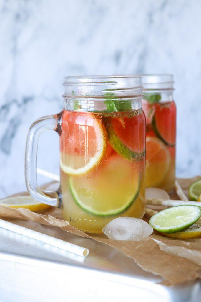 Sommerdrink Med Hindbær Og Ananas