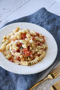 Bruschetta Inspireret Pastasalat Med Frisk Tomatsalsa