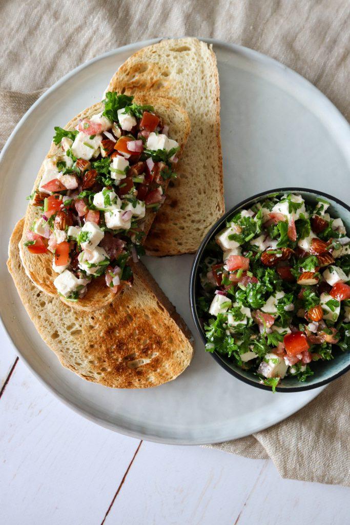 Den Bedste Persillesalat Med Tomat, Feta Og Mandler
