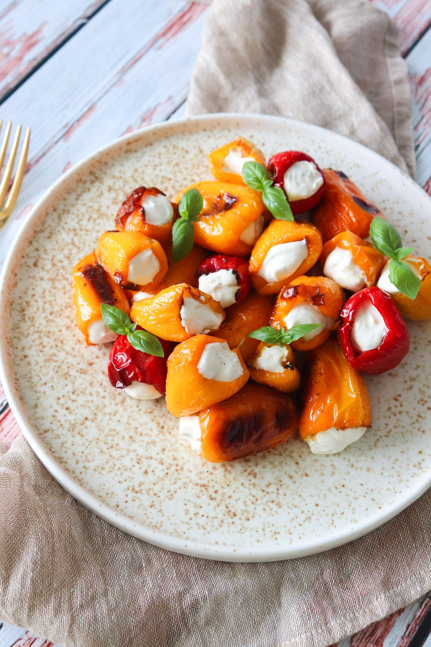 Små Fyldte Snackpeberfrugter Til Tapas - Fyldt Med Lækker Fetacreme