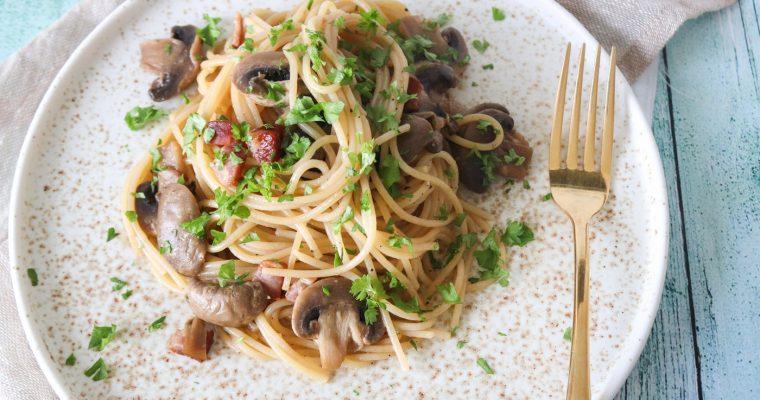 Spaghetti Med Røget Bacon, Smør Og Champignon – Nem Aftensmad