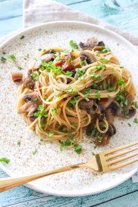 Spaghetti Med Røget Bacon, Smør Og Champignon - Nem Aftensmad