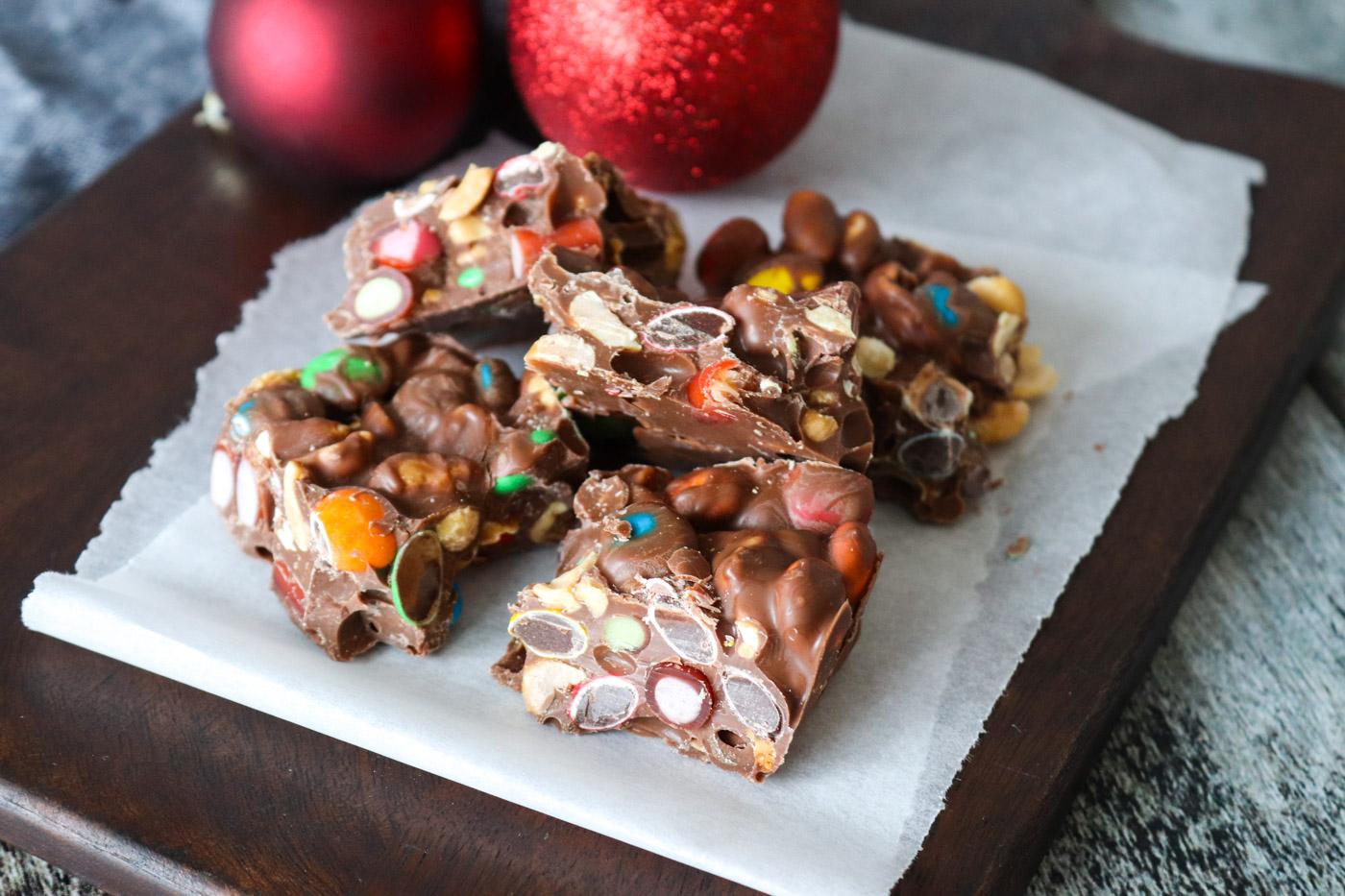 Chokoladebrud – Chokoladebrud Med Tivolistænger, M&Ms Og Peanuts