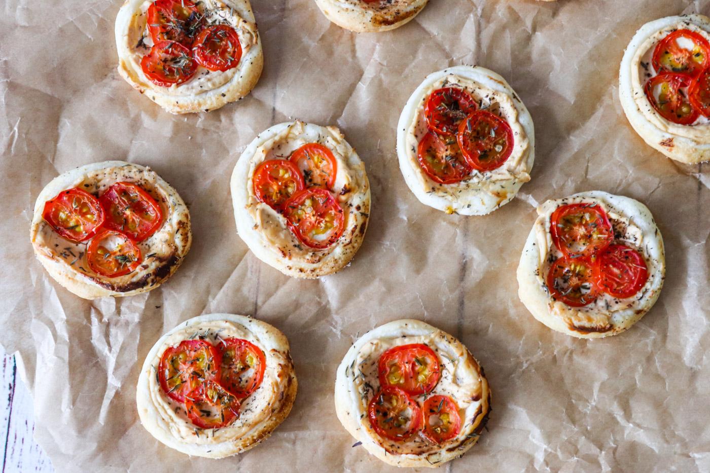 Butterdejshapsere Med Pikantost Og Tomat – Lækker Snack