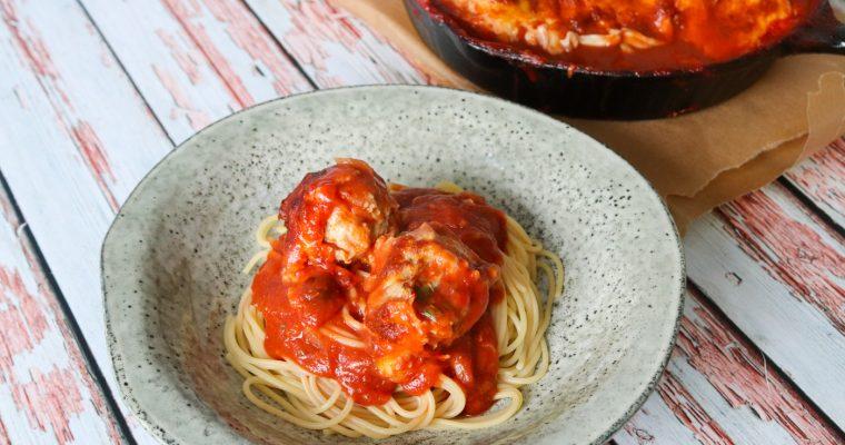 Kyllingekødboller Bagt I Tomatsauce Med Ost – God Til Pasta