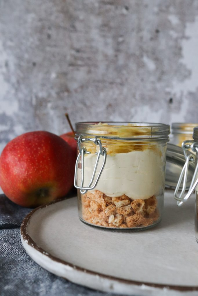 Vanilje Cheesecake Møder Rå Æblekage Med Makroner
