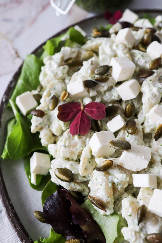 Pastasalat Med Hjemmelavet Pesto, Græskarkerner Og Feta