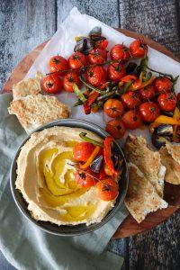 Hummus Med Bagte Grøntsager og Brød - Hjemmelavet Hummus