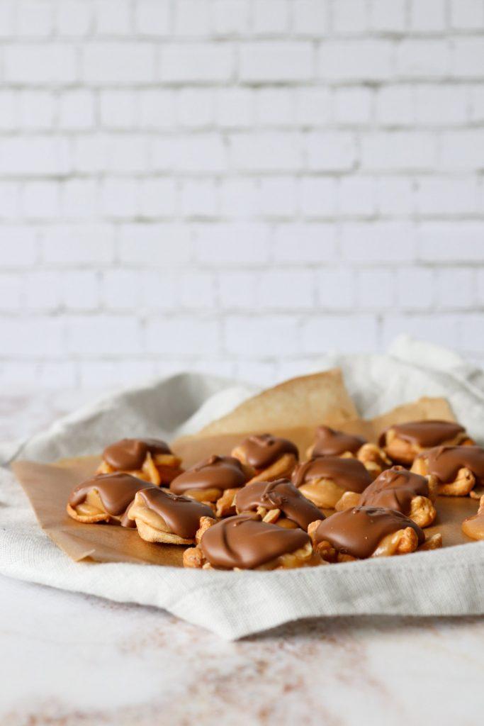 Cashew Clusters - Cashewnødder Med Chokolade Og Karamel