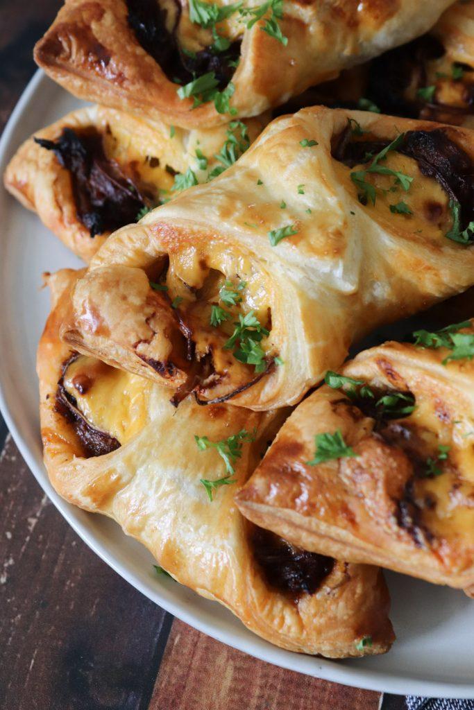 Sprøde Butterdejspakker Med Pulled Pork - Opskrift På Butterdejspakker