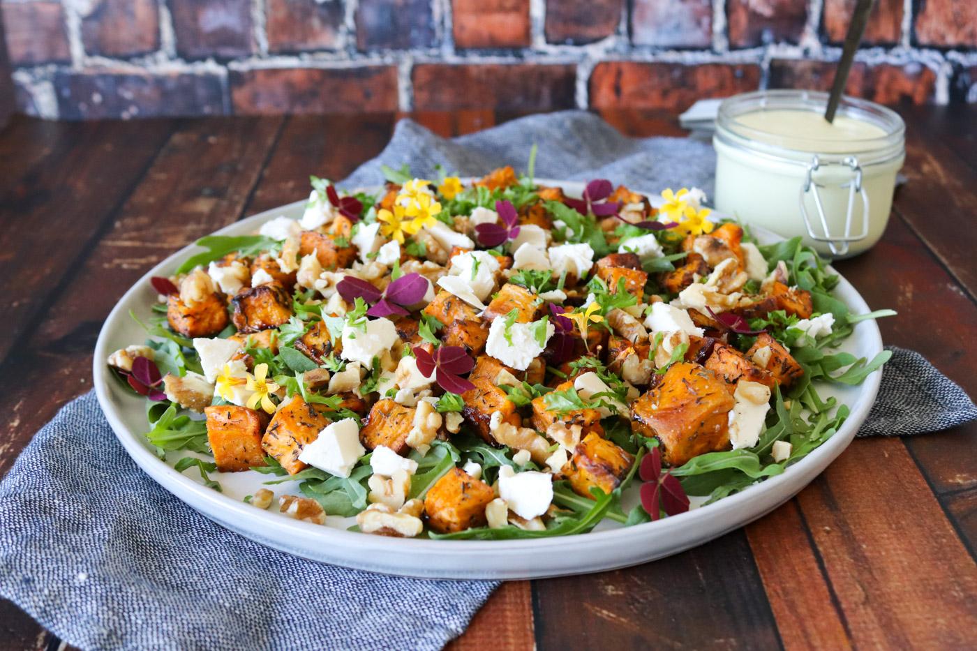 Salat Med Bagte Søde Kartofler, Feta Og Valnødder