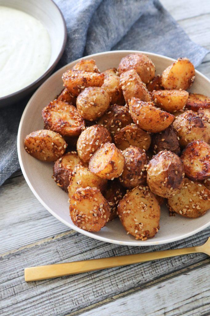 Krydrede Ovnbagte Kartofler Med Sesam - Kartofler Med Dip