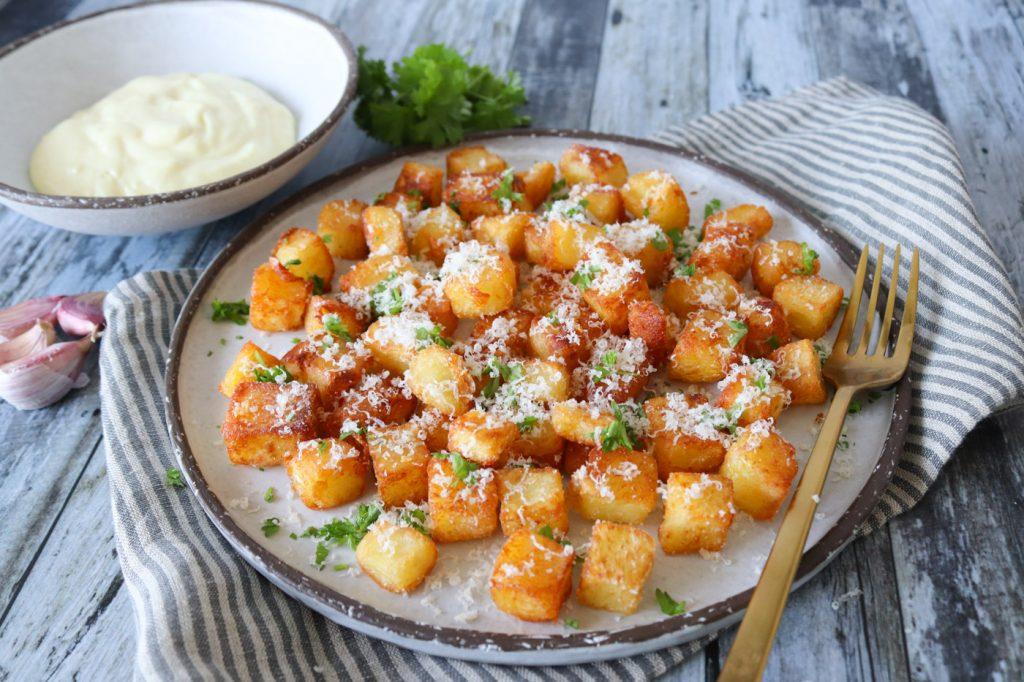 De Bedste Pandestegte Kartofler Med Parmesan, Hvidløg Og Persille