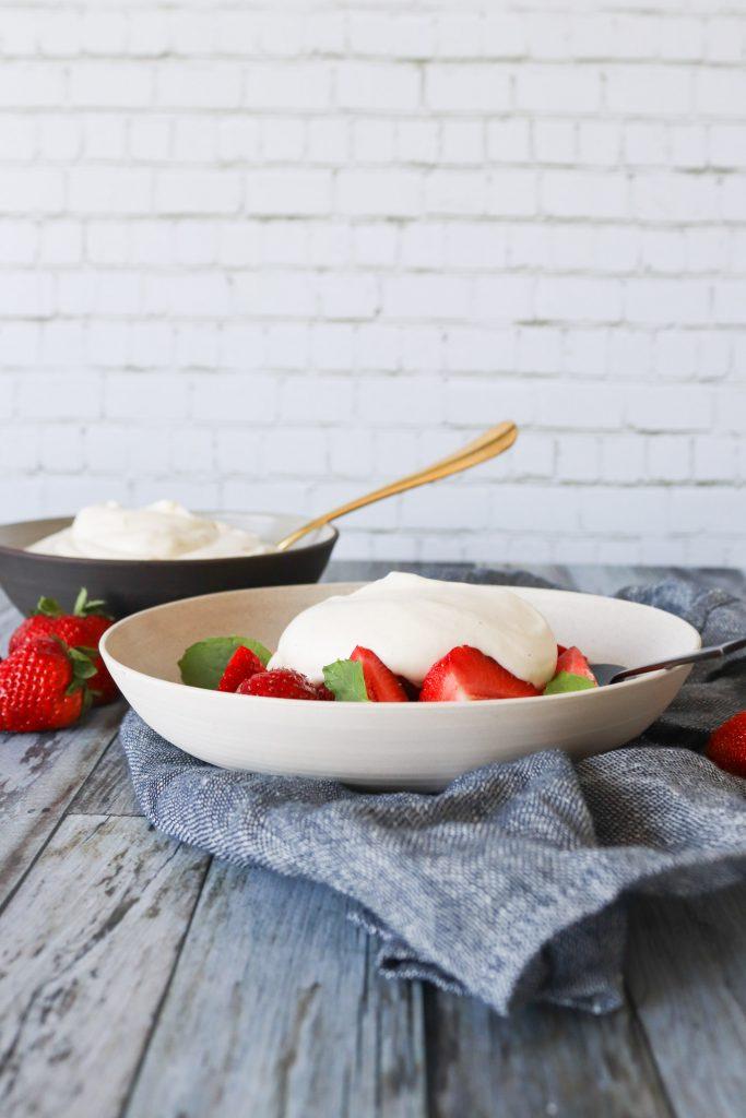 Jordbær Med Hjemmelavet Vaniljecreme - Vaniljecreme Med Fløde