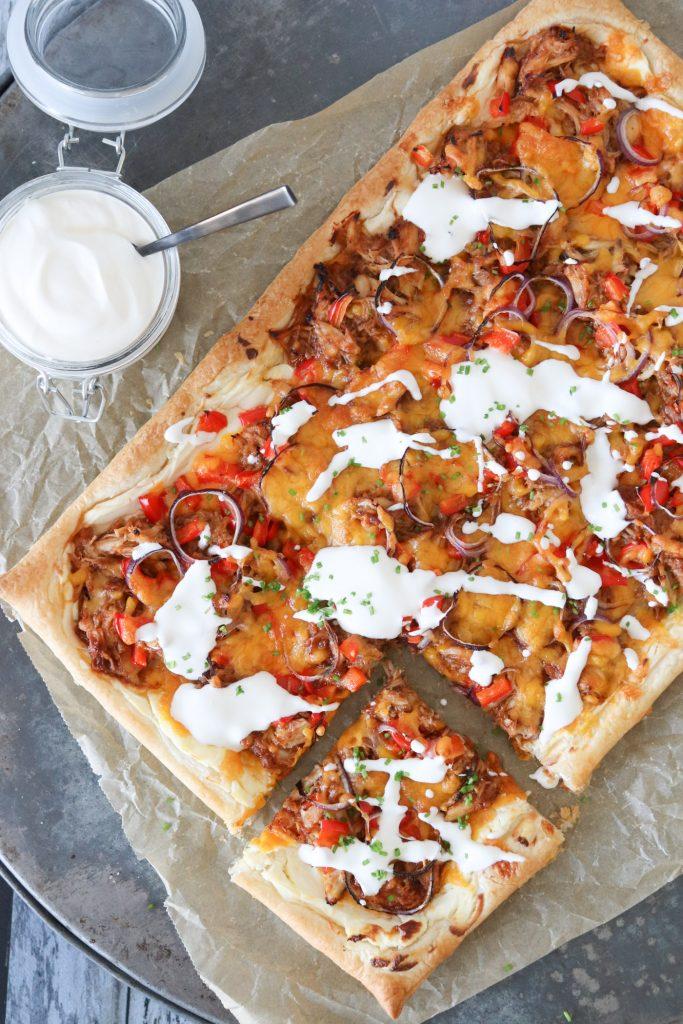 Butterdejspizza Med Kylling, BBQ Og Ost - Nem Pizzaopskrift