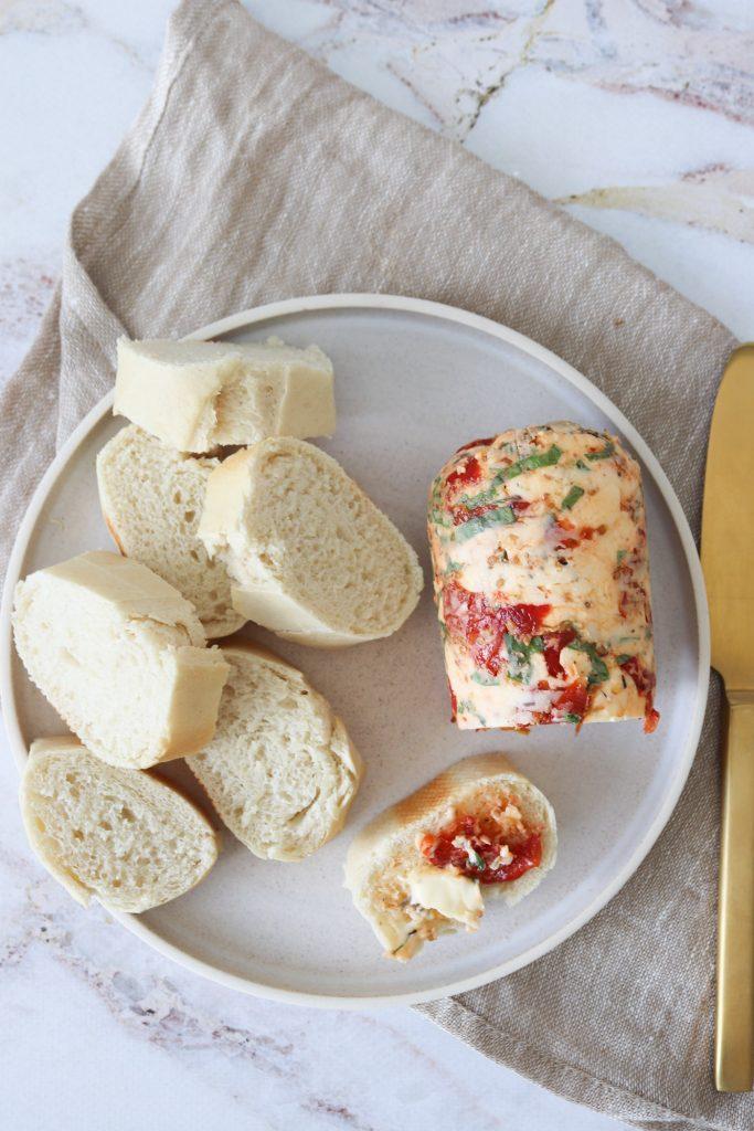 Kryddersmør Med Semitørrede Tomater Og Basilikum