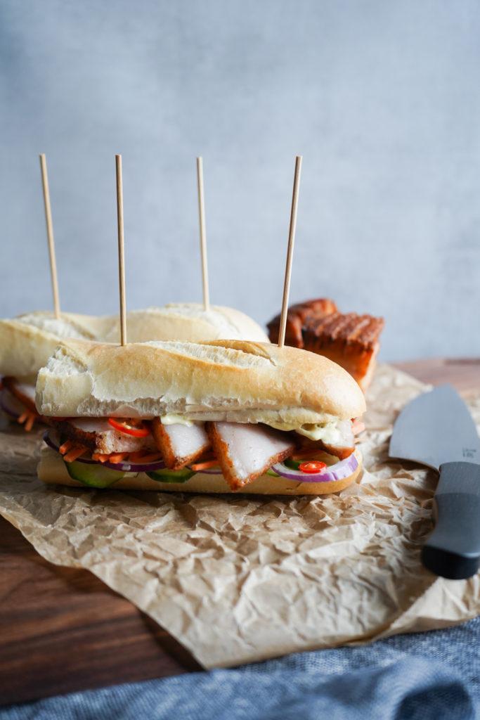 Sandwich Med Ribbensteg Og Sennepsmayo