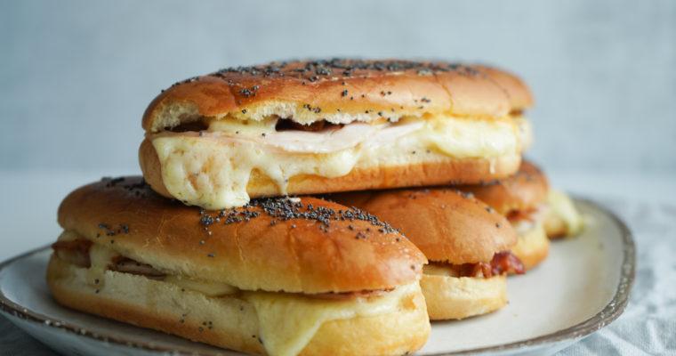 Varme Sandwiches Med Ost Og Bacon