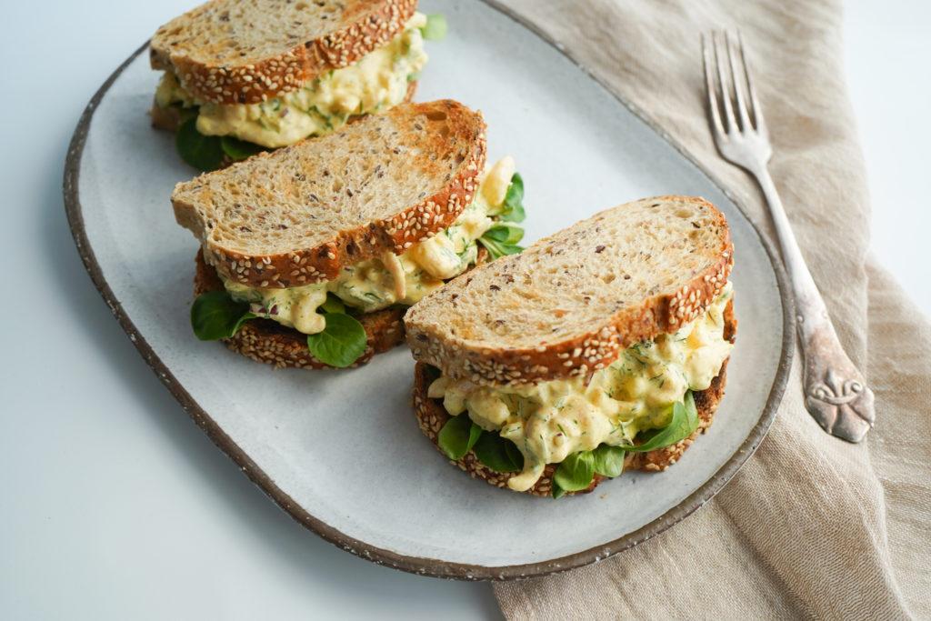 Sandwich Med Rejesalat Med Karrydressing