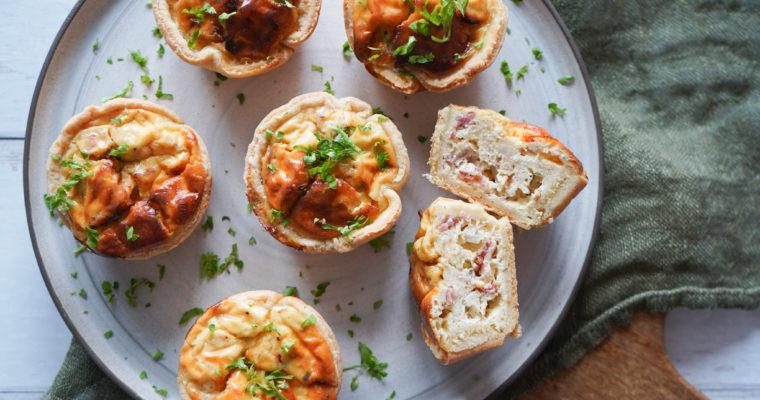 Små Tærter Med Bacon Og Pikantost
