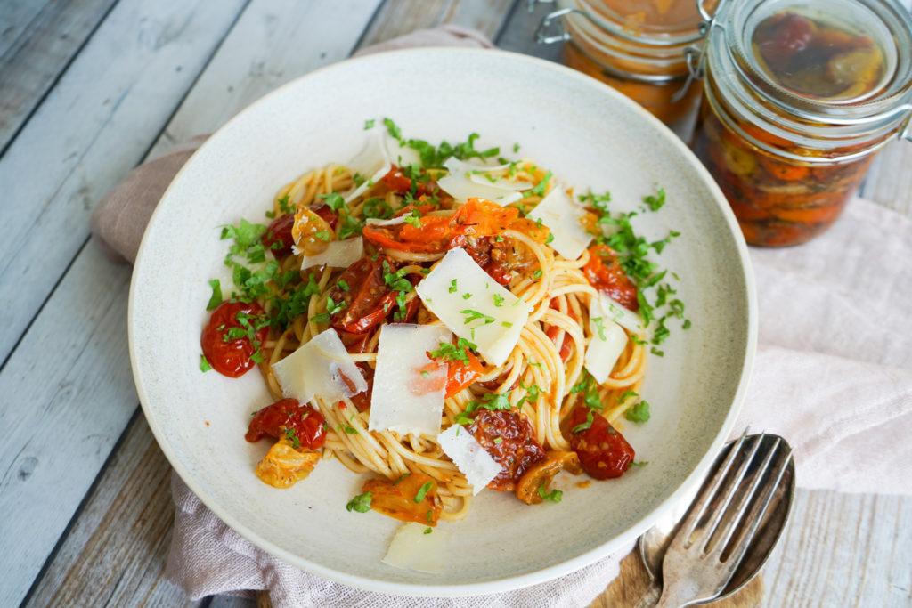 Sommerpasta Med Semitørrede Tomater