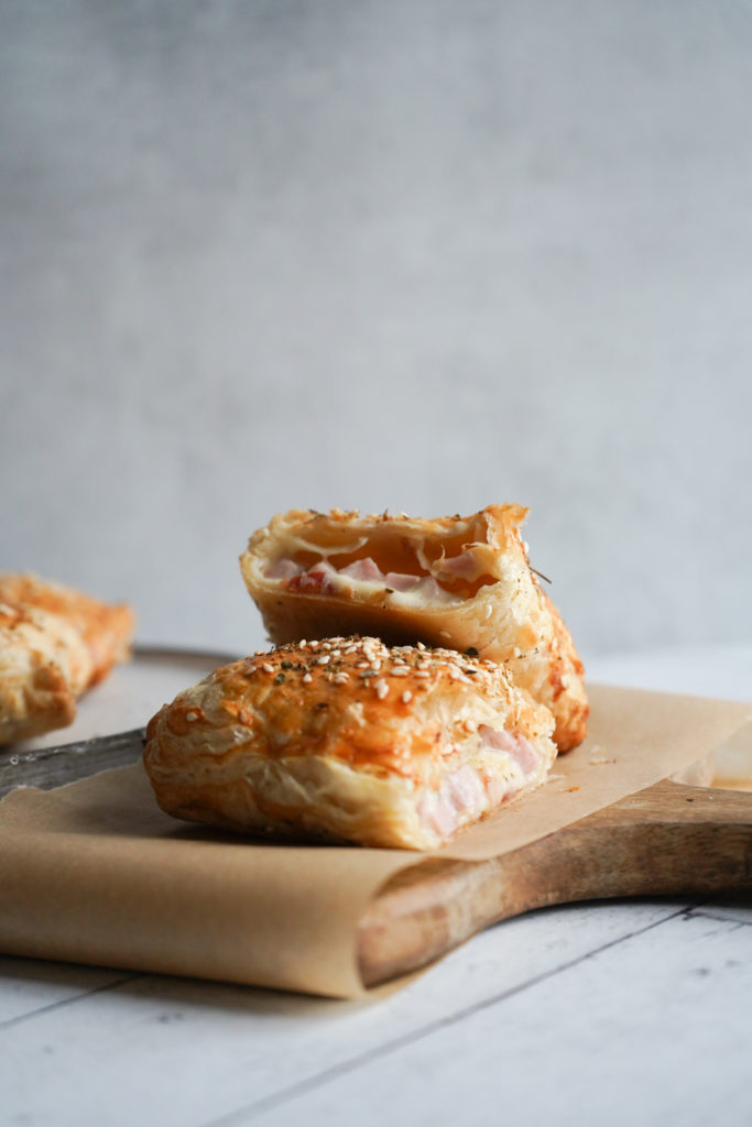 Butterdejspakker Med Ostesauce Og Skinke