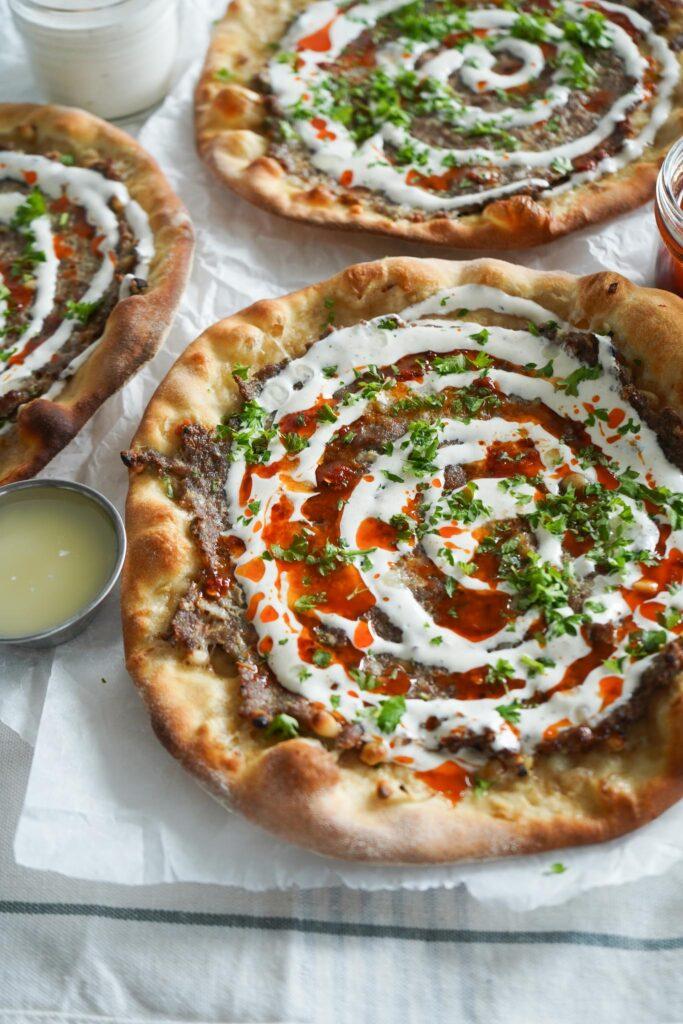 Tyrkisk Inspireret Pizza